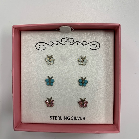 NWT: butterfly earrings set